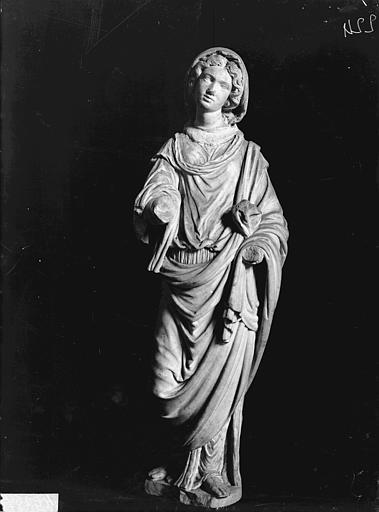 Statuette de femme en marbre