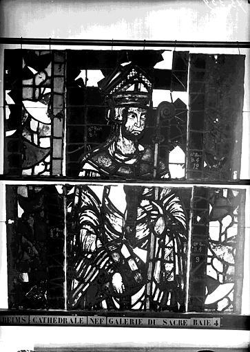 Vitrail, galerie du sacre sous la grande rose