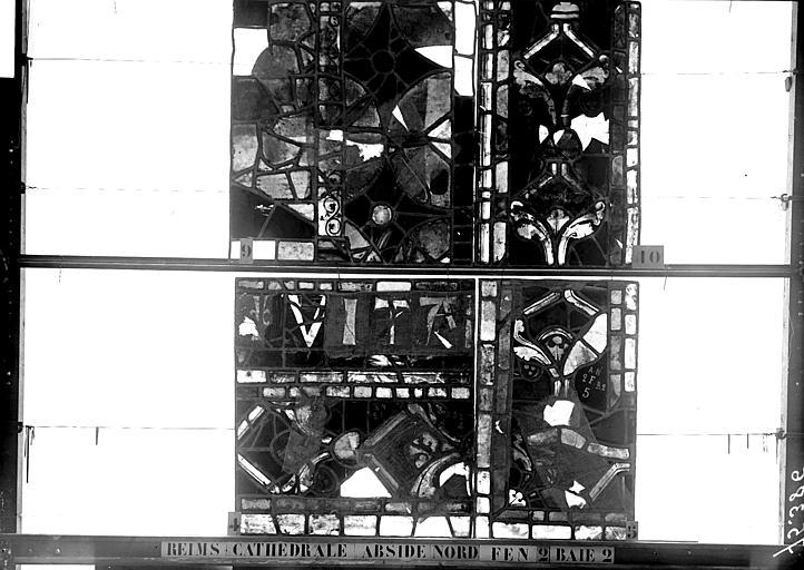 Vitrail, abside côté nord, deuxième fenêtre, panneaux