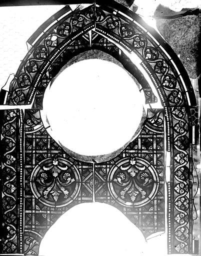 Vitrail, verrière avec les médaillons disparus de Moïse, panneau supérieur