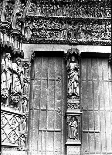 Portail ouest, porte centrale, trumeau et partie du linteau