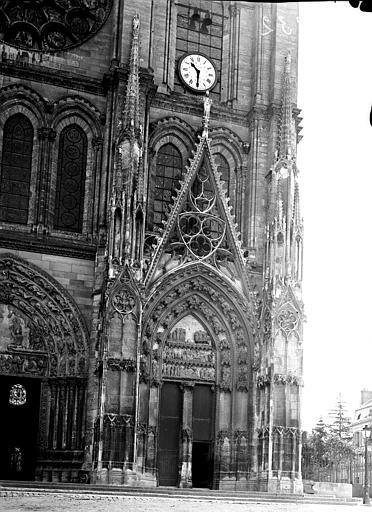 Façade ouest, portail sud