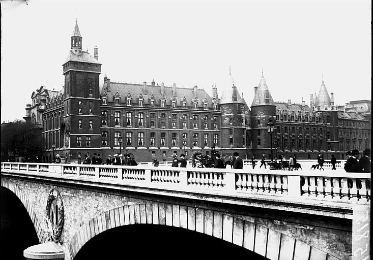 Palais de Justice;Pont