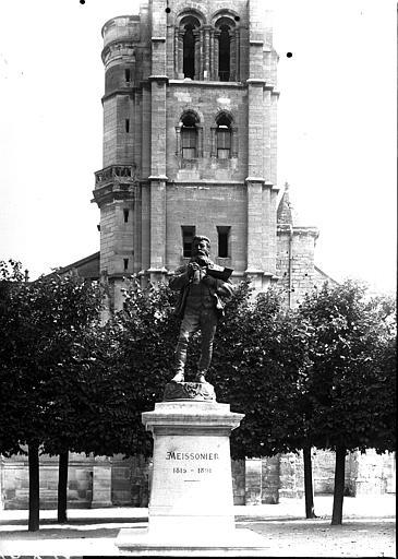 Clocher ouest et statue