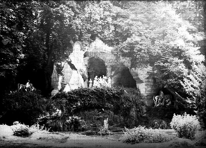 Grotte et rocher d'apollon