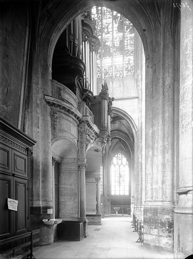 Portail, revers et buffet d'orgue vu en perspective