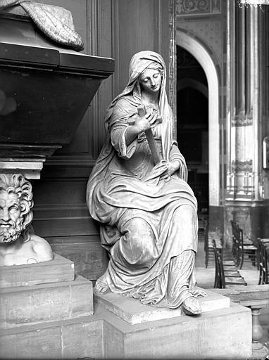 Tombeau, statue de droite