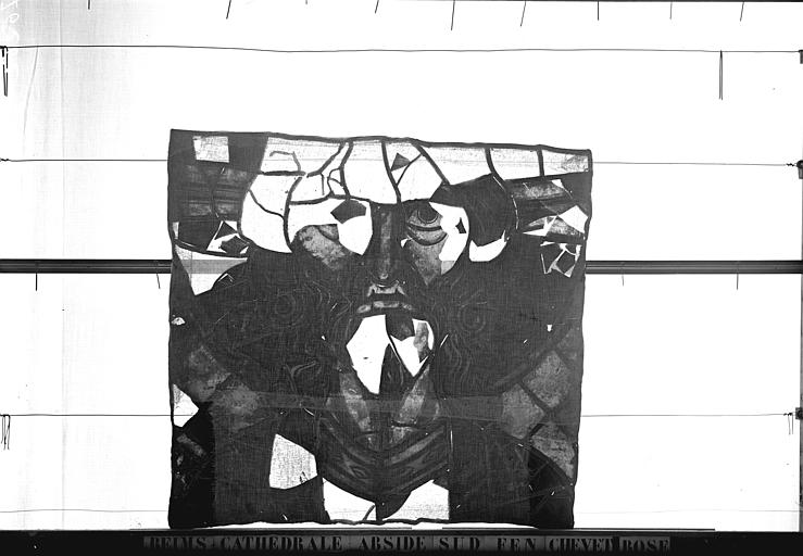 Vitrail, abside sud, fenêtre du chevet, rose