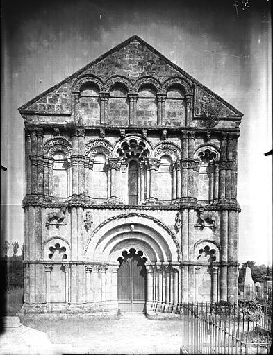 Façade ouest, partie haute restaurée