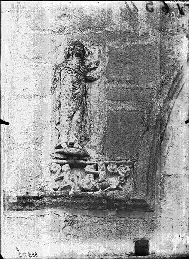 Façade ouest, détail de sculpture