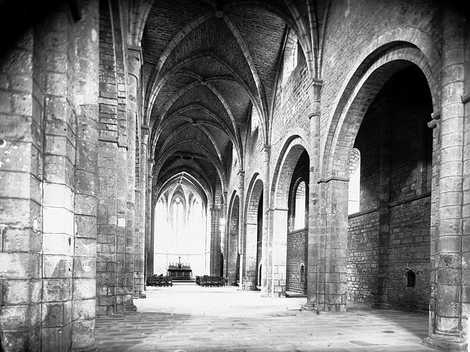 Eglise, nef vue de l'entrée