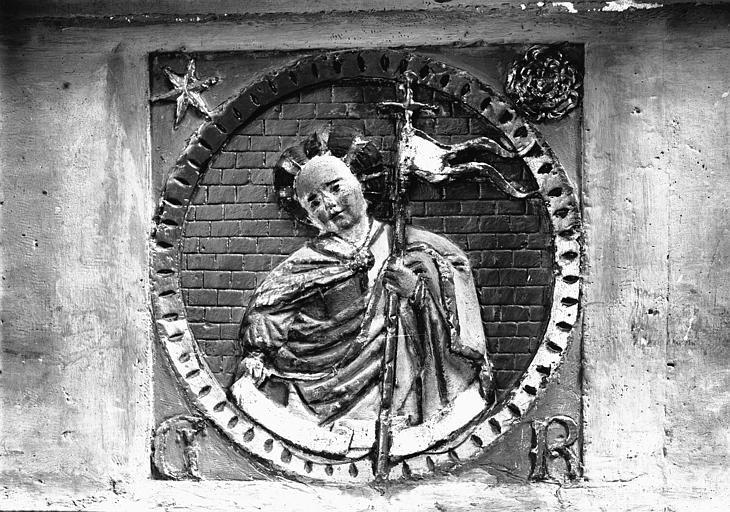 Mise au tombeau, médaillon du tombeau