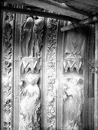 Façade ouest, portail gauche, voussures