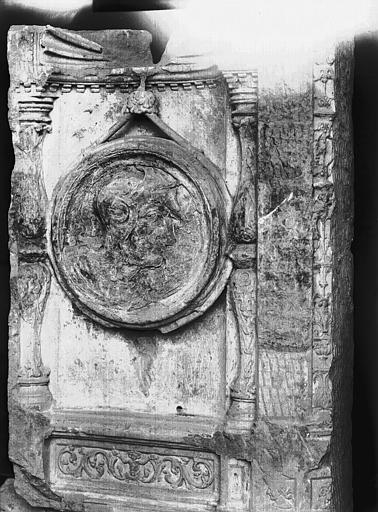 Médaillon, fragment