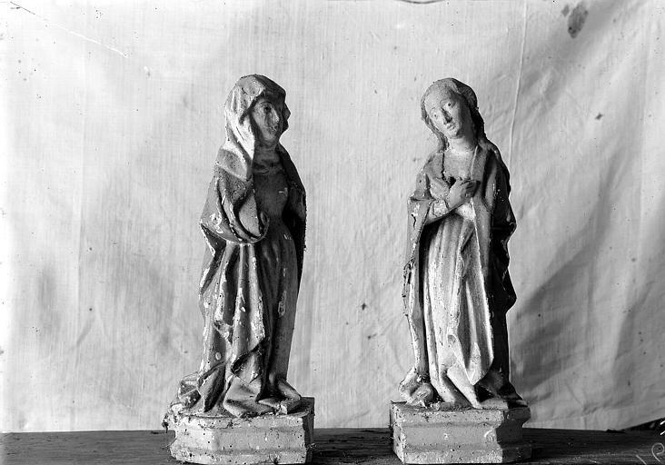 Retable, haut-relief en bois, détail, Deux saintes femmes