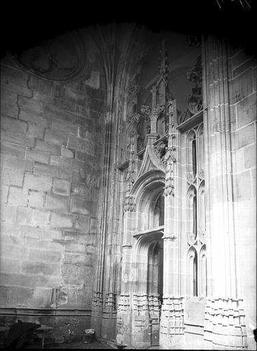 Eglise, portail de style flamboyant