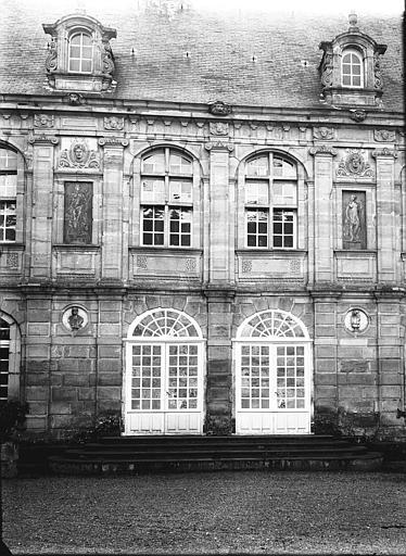 Façade, partie centrale, portes