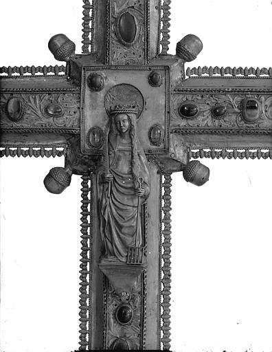 Trésor, grande croix processionnelle, La Vierge, détail