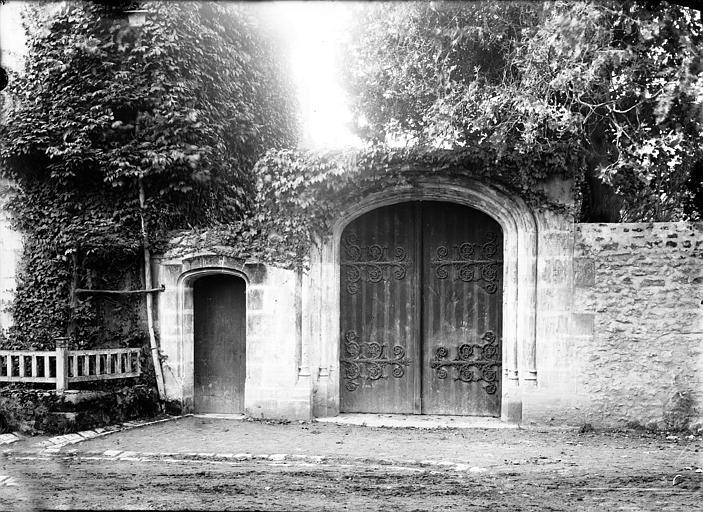 Bâtiments abbatiaux, portes