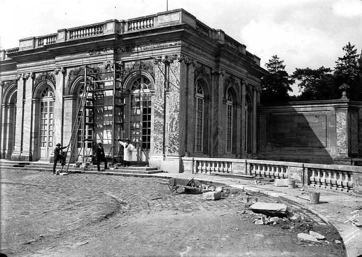 Grand Trianon, angle et balustrade