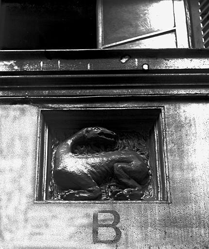 Bas-relief, La Salamandre. Bas-relief