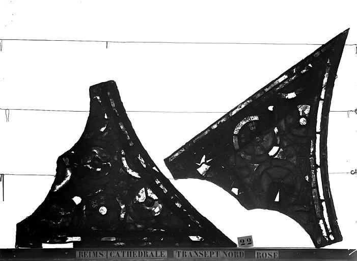 Vitrail, bras nord du transept, rose