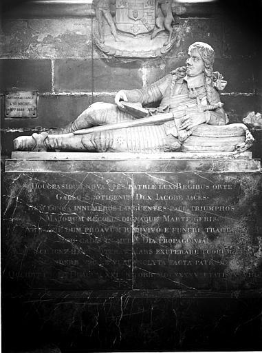 Monument de Castellan, statue funéraire
