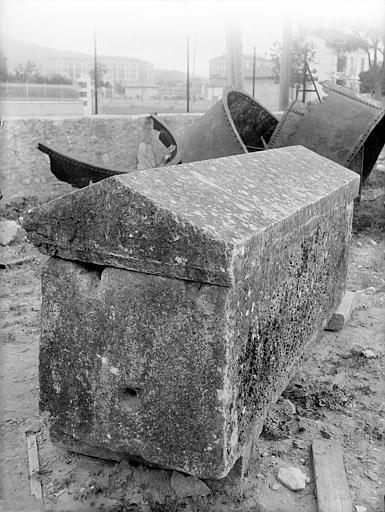 Sarcophage de la Celle, vu en perpective