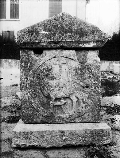 Sarcophage de la Celle, face latérale, L'agneau