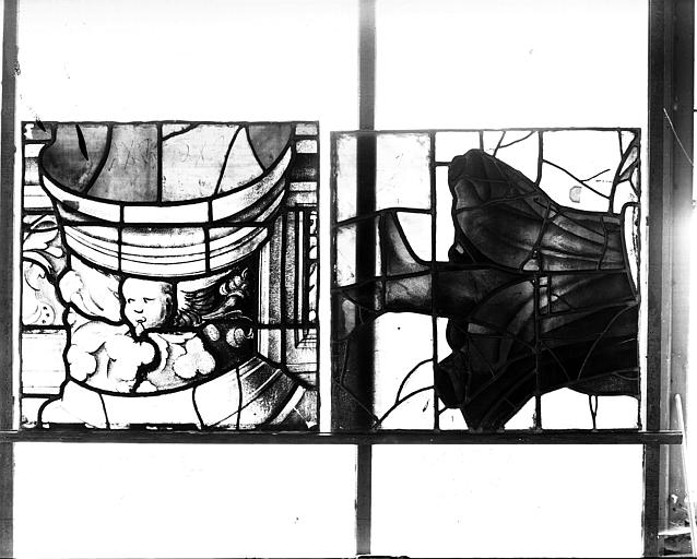 Deuxième galerie, portail sud, lancette d'Amos, jambes et détail du socle