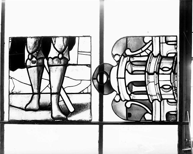 Deuxième galerie, portail sud, lancette de Michée, jambe et dais