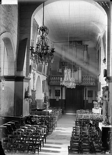 Vue intérieure de la nef vers l'entrée : Buffet d'orgue