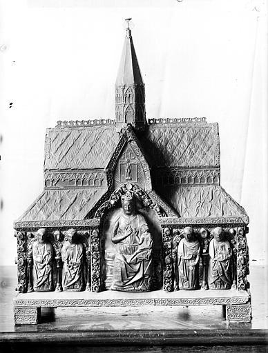 Châsse en argent et cuivre dite de Notre-Dame (vue de face)