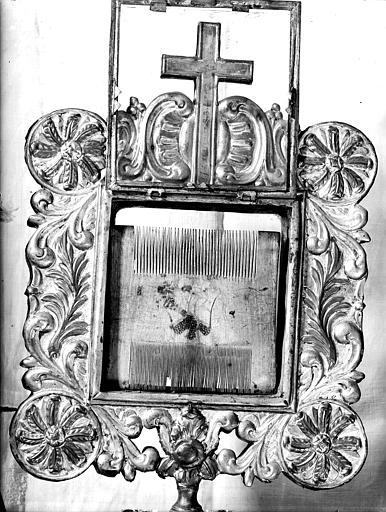 Peigne liturgique en ivoire contenu dans une châsse