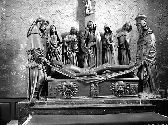 Mise au tombeau. Groupe sculpté en bois : Mise au Tombeau
