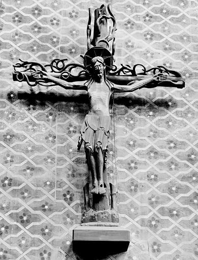 Statue en bois : Christ en croix