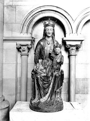 Statue de Notre-Dame-des-Miracles, de face. Statue en bois peint : Vierge à l'Enfant dite Notre-Dame-des-Miracles (face)