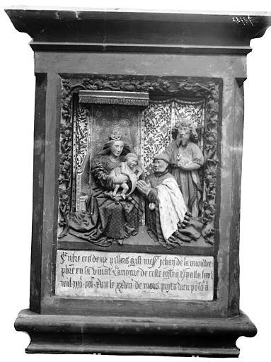 Monument de Jean de la Caronne. Monument funéraire de Jean de la Carouve : Vierge à l'Enfant assise, et le donateur accompagné de saint Jean-Baptiste