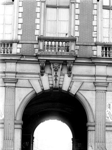 Pavillon du roi, clef d'arc et balcon