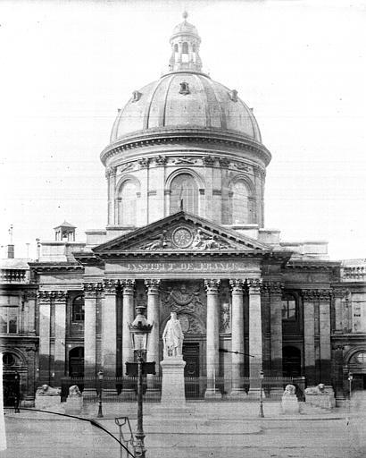 Pavillon central, statue de la République