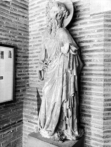 Chapelle de Rieux, statue d'apôtre