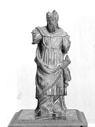 Statuette : un grand prêtre