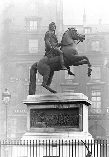 Statue équestre de Louis XIV, vue rapprochée