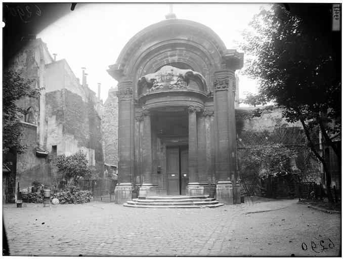 Fronton du portail
