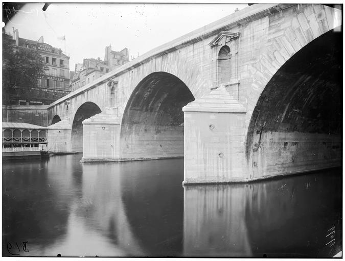Vue des arches du pont