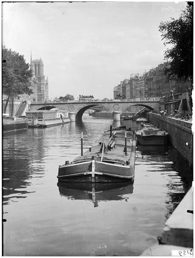 Vue du pont et de la cathédrale