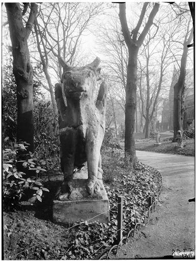 Sculpture dans le jardin : Le Boeuf de saint Luc