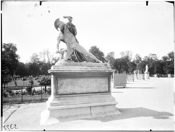 Statue d'Alexandre combattant