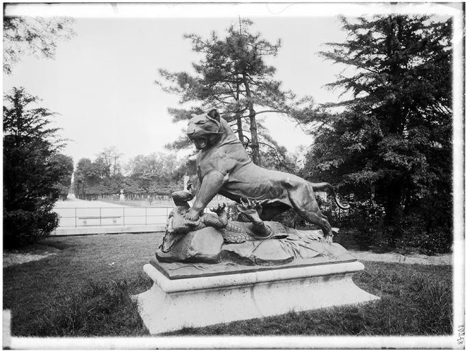 Statue du Tigre terrassant un crocodile