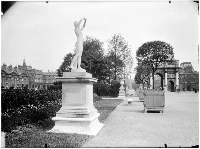 Statue du Réveil dans le jardin